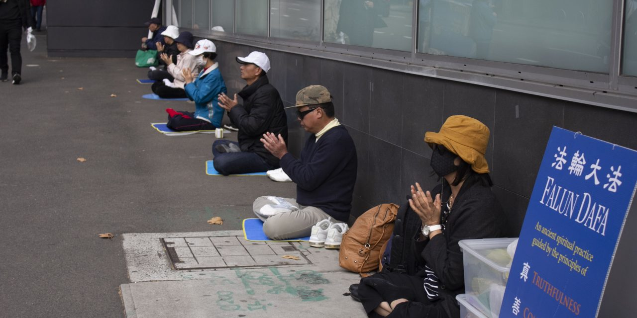 Falun Gong silent protesters demand ABC apology