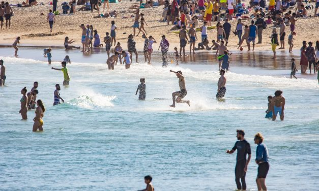 Bustling crowds at Bondi ignore social distancing